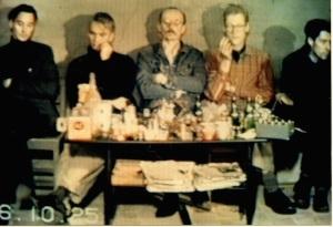 Tom, Håkan, Leif, Johan, Dan. Stillbild från Solen går upp solen går ner. Video 1986.