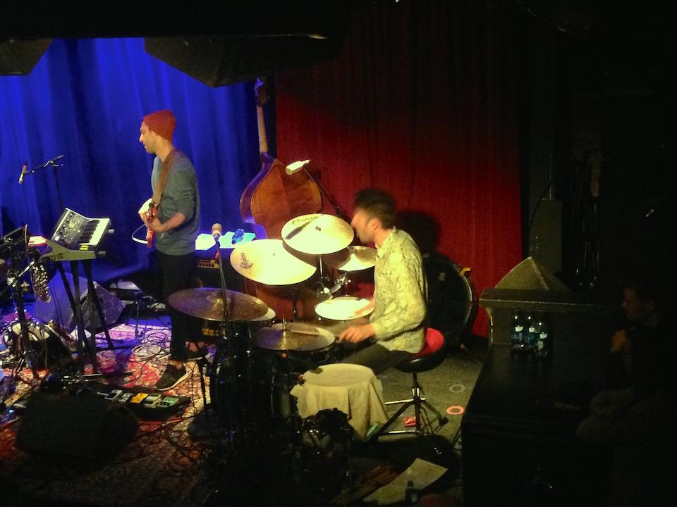 ansluta elektroniska trummor till rockbandet